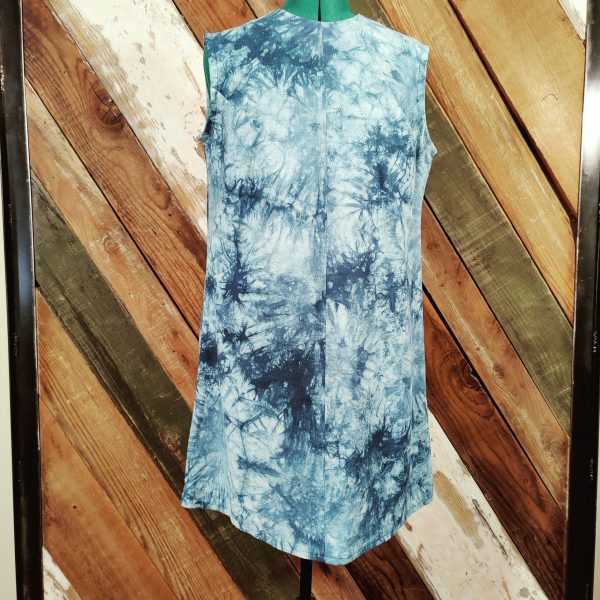 Blue tie dye sleeveless shift dress front
