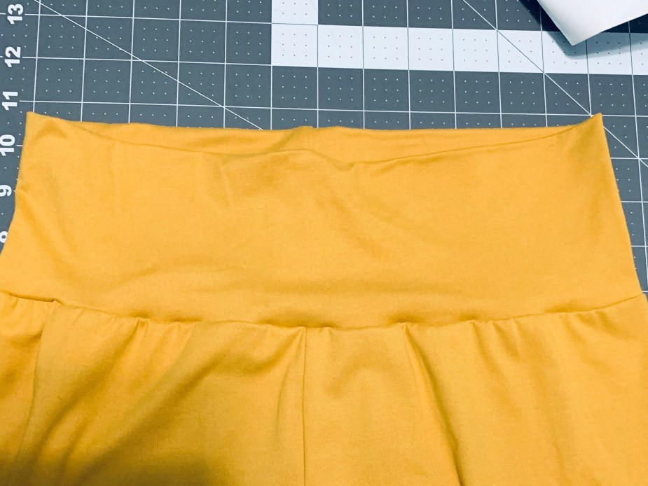 finished yoga waistband on simple leggings