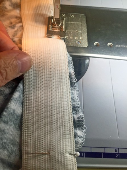Stretching elastic to fit edge