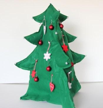 100均材料で作る折りたたみ収納可能なおしゃれクリスマスツリー