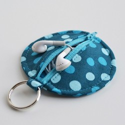 Tutorial: Zippered earbud pouch with attached keychain