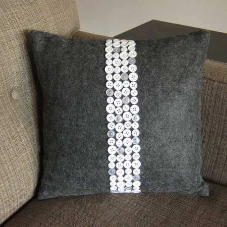 Tutorial: Button stripe throw pillow ? Sewing