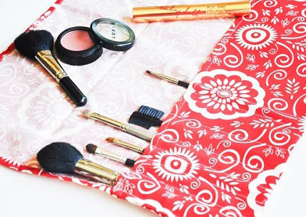 Tutorial: Easy make-up brush roll from a fabric napkin