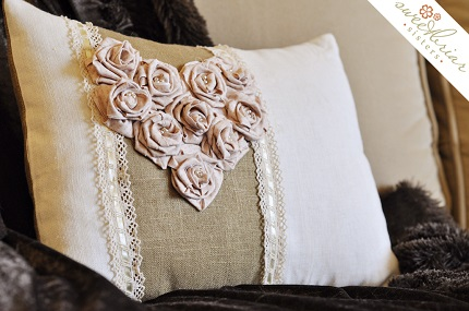 Tutorial: Vintagey pillow with a fabric rose heart