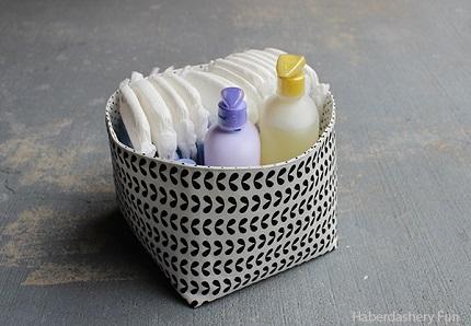 Tutorial: Reversible fabric storage baskets