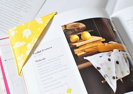 Tutorial Easy Fabric Corner Bookmark Sewing
