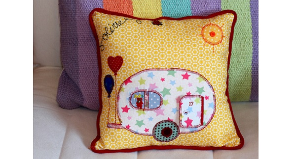 Tutorial: Appliqued & piped throw pillow