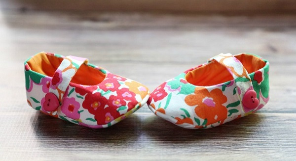 Free pattern: Baby Mary Janes