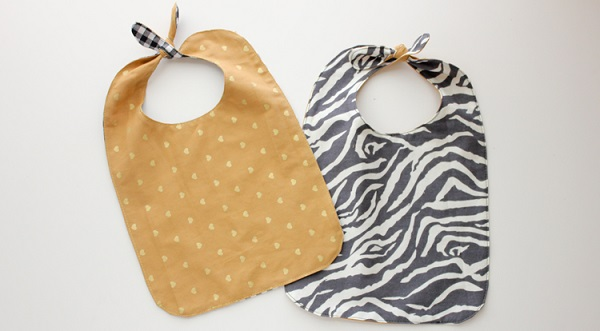Free pattern: Knotted pass through baby bib