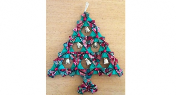 Tutorial: Fabric origami Christmas tree wall hanging