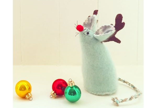Free pattern: Christmas pincushion mouse with reindeer antlers