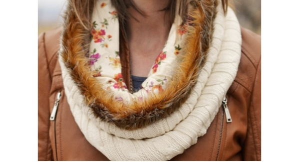 Tutorial: Faux fur trimmed sweater cowl
