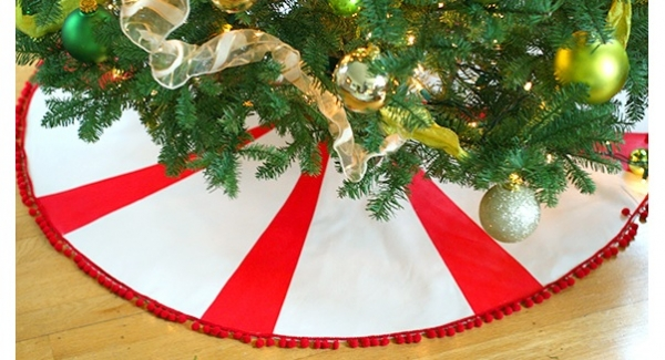 Tutorial: No-sew peppermint stripe Christmas tree skirt