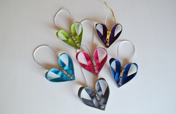 Tutorial: Zipper heart ornaments