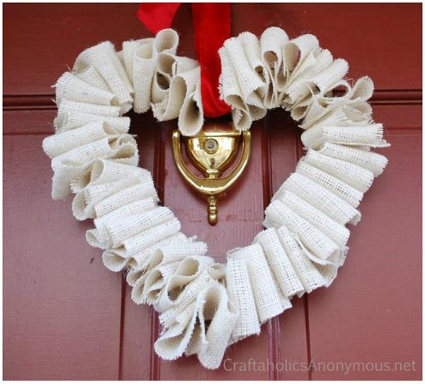 Tutorial: No-sew burlap Valentines wreath