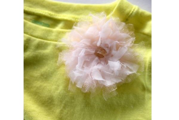 Tutorial: Spring flower corsage tee