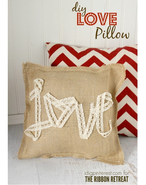 Tutorial: Burlap and lace Love pillow