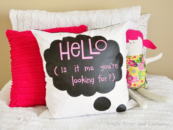 Tutorial: Chalk cloth speech bubble pillow