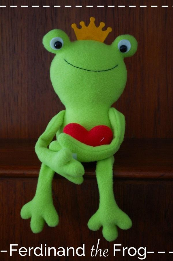 Free pattern: Ferdinand the Frog softie