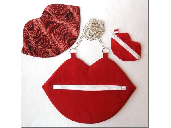 Free pattern: Kiss bag shaped like lips, in purse and mini pouch sizes