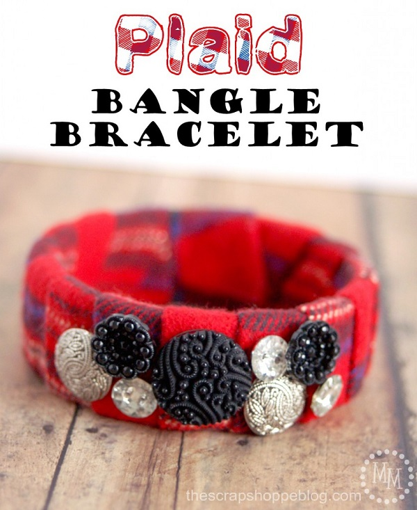 Tutorial: Scrap fabric and button bangle bracelet