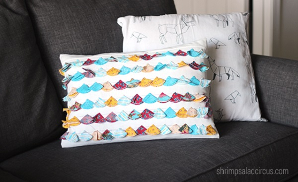 Tutorial: Scrappy folded fabric tassel pillow