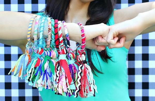 Tutorial: Scrappy yarn and fabric tassel bracelets