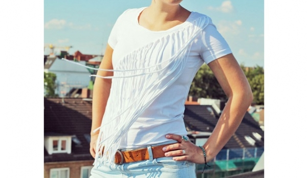Tutorial: Diagonal fringed t-shirt