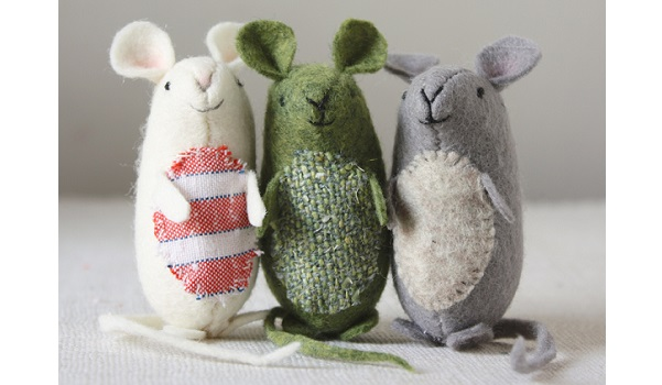 Free pattern: Wee felt mice softies