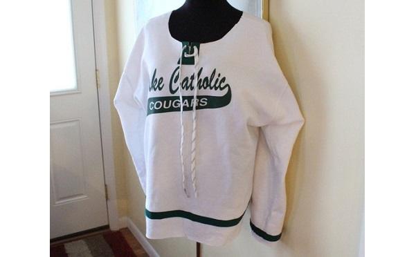 Tutorial: Hockey jersey sweatshirt refashion