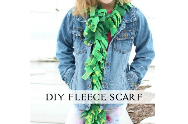 Tutorial: Fringed fleece scarf