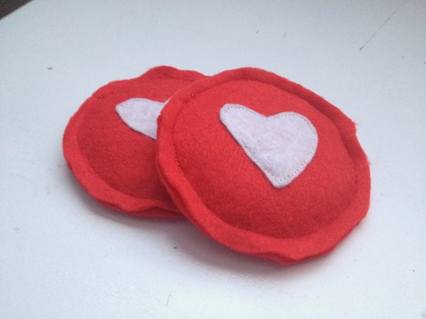 Tutorial: Valentine heart hand warmers, plus a gift tag printable