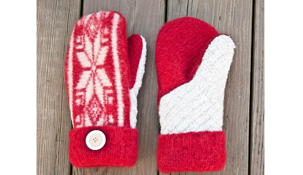 Tutorial: Make mittens from an old sweater