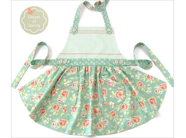 Tutorial: Curved skirt apron with button accents