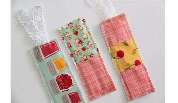 Tutorial: Scrapbusting fabric bookmarks