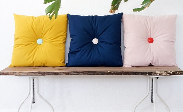 Tutorial: Easy button tufted pillows