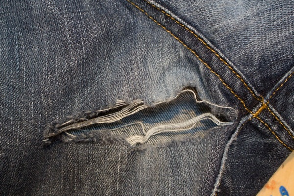 Tutorial: How to mend ripped jeans