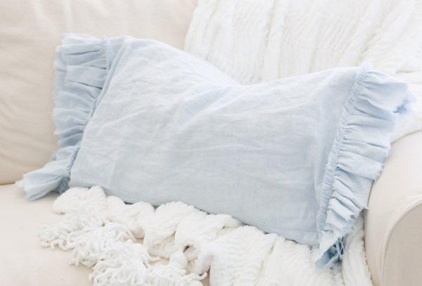 Tutorial: Frayed ruffle pillowcase