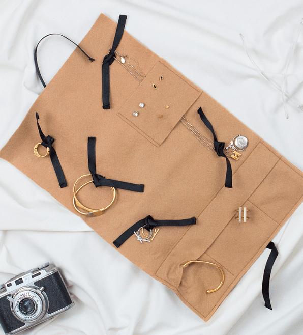 Tutorial: Easy felt travel jewelry organizer