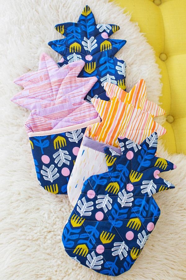 Free pattern: Pineapple oven mitt