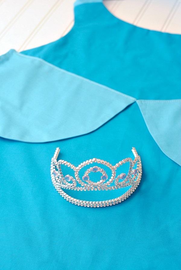 Free pattern: Cinderella dress apron
