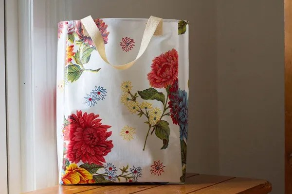 Free pattern: Oilcloth grocery tote
