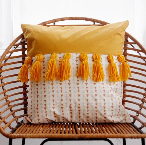Tutorial 2 Tone Tassel Throw Pillow Sewing