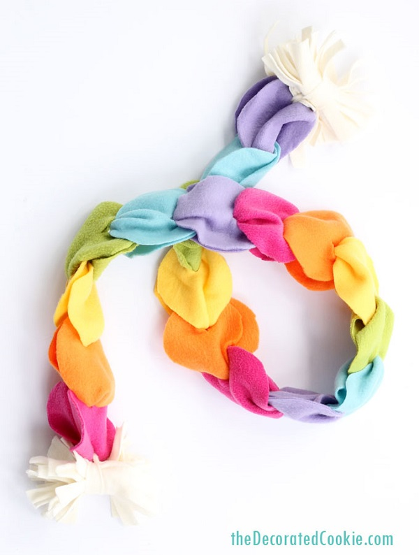 Tutorial: No-sew rainbow fleece scarf