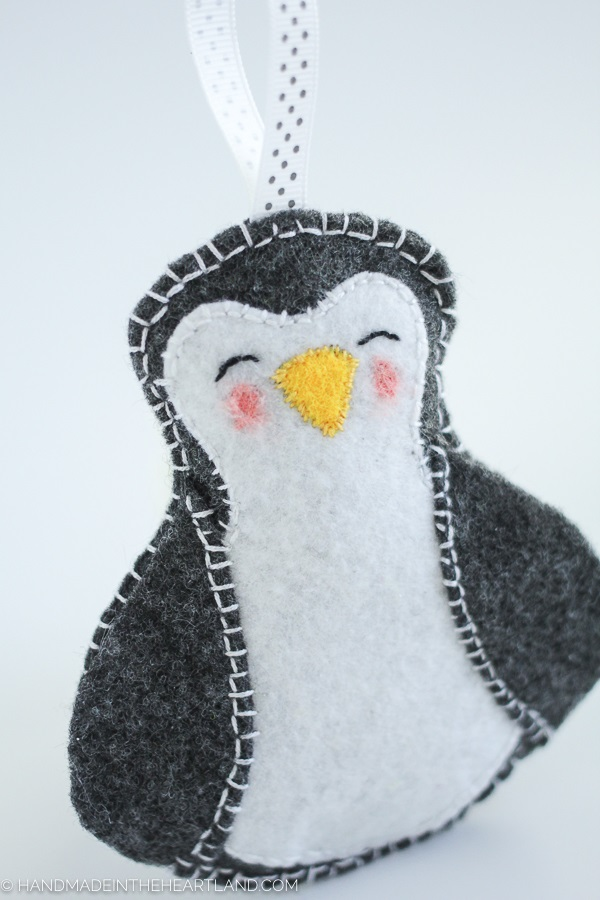 Free pattern: Felt penguin Christmas ornament
