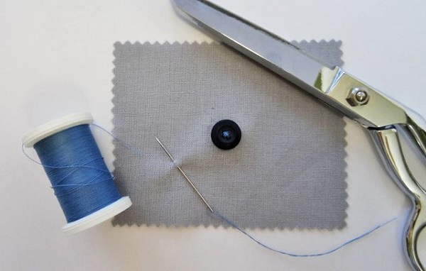 Tutorial: Sewing buttons by hand
