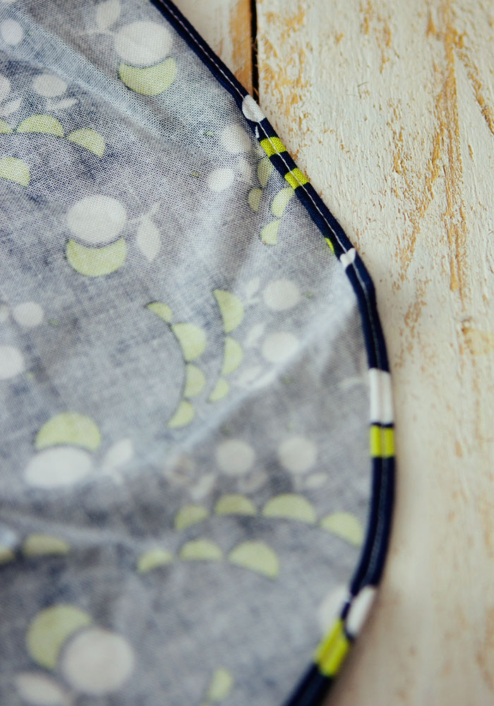 Tutorial: Sew a baby hem for curved edges or sheer fabrics