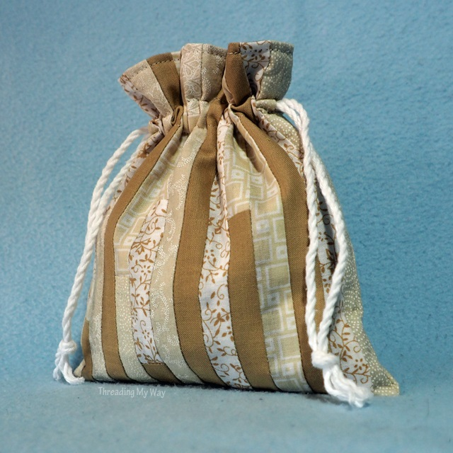 Tutorial: Fabric scrap pieced drawstring bag