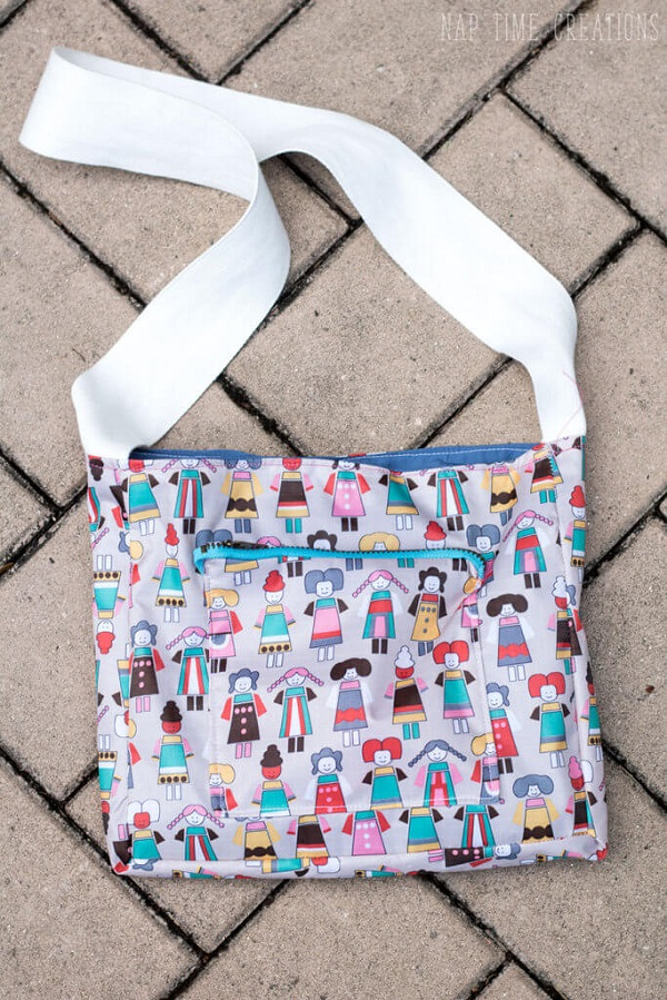 Tutorial and pattern: Kid sized messenger bag with a zip pocket
