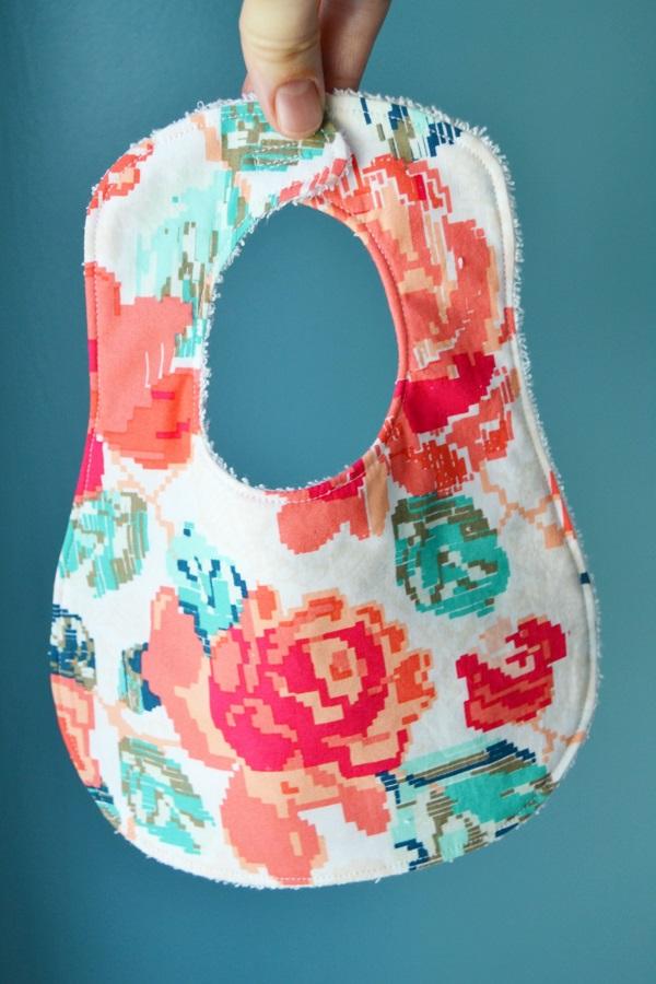 Free pattern: Bigger & Better Bib for baby - Sewing